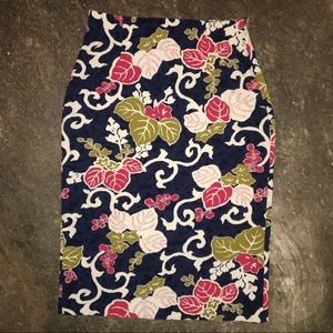ZARA BASIC Navy Floral Pencil Skirt size medium.